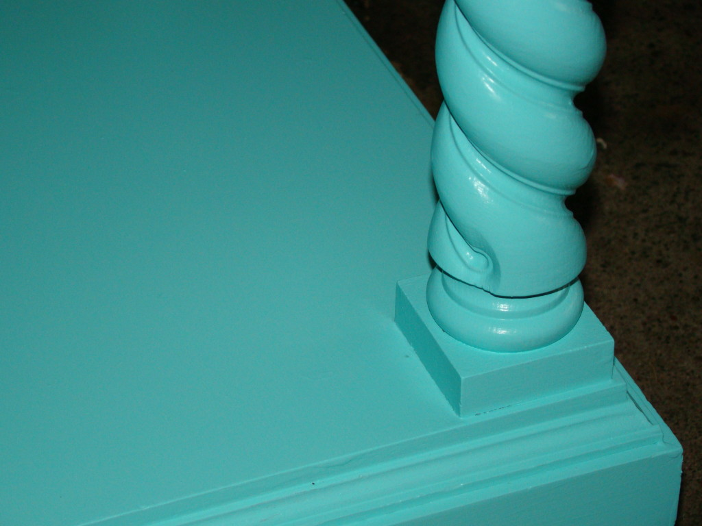Summer end table detail